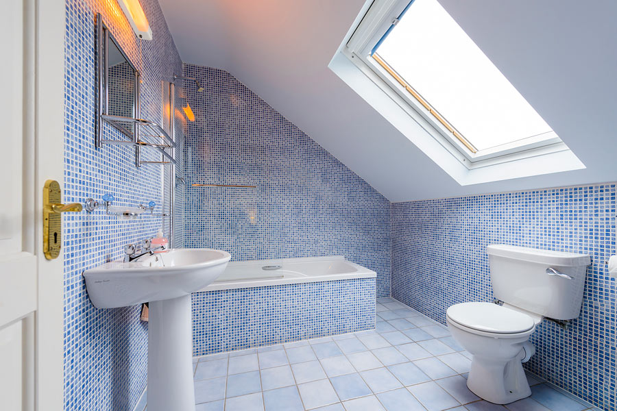 An Capall Dubh self-catering bathroom
