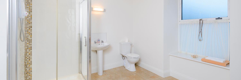 An Capall Dubh Archway bathroom